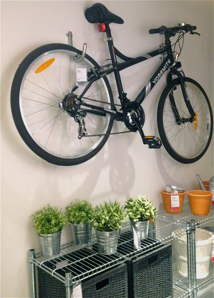 cykelförvaring på väggen