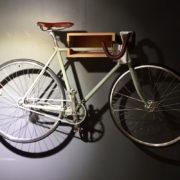 cykel på väggen