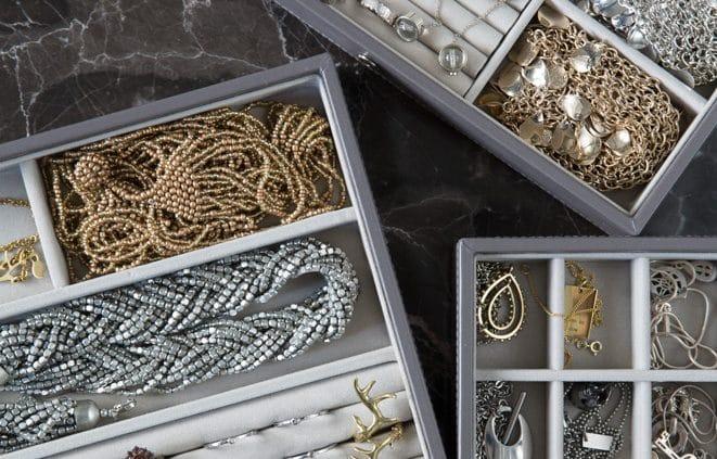 Rensa bland smycken och klockor
