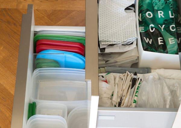 Organisera bland plastpåsar och matlådor