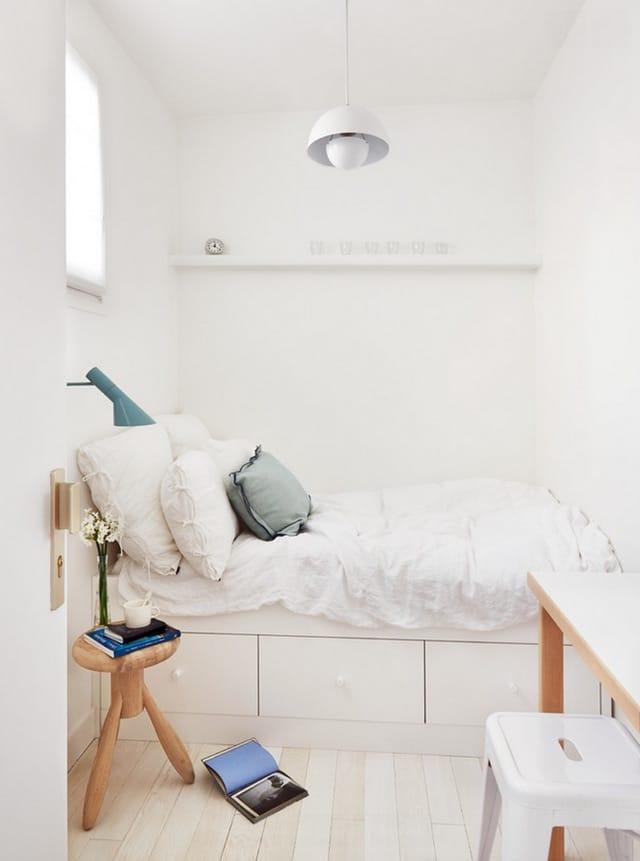 platsbyggd förvaring under sängen