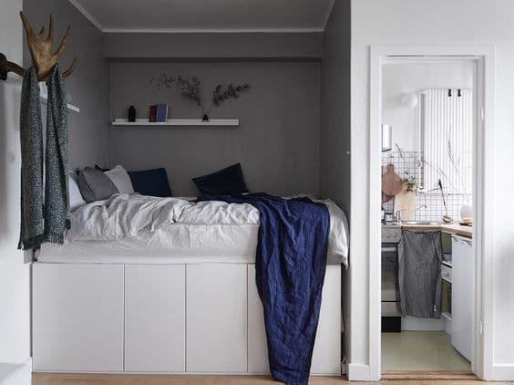 säng med köksskåp under