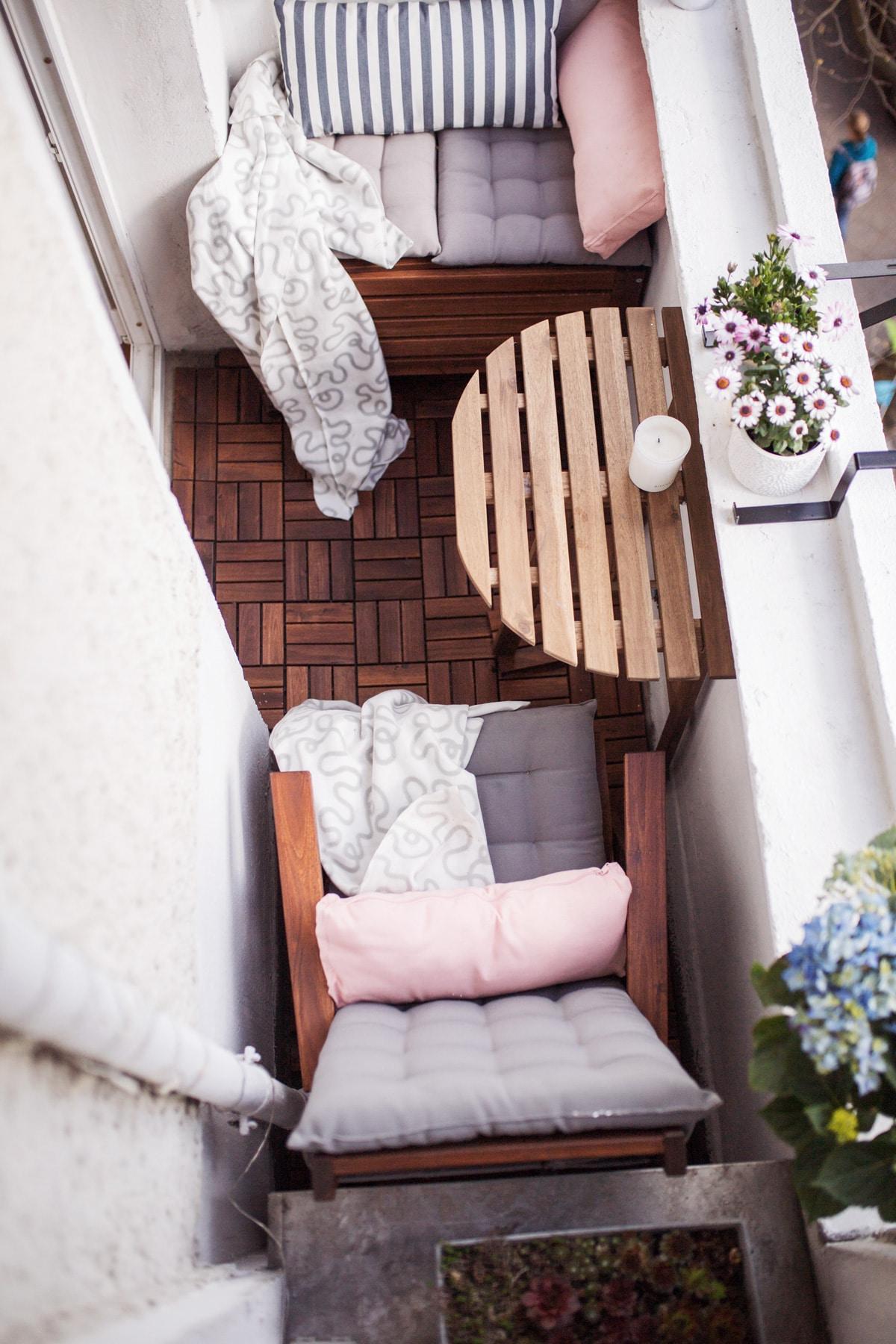 compact living balkong med sitt- och matplats